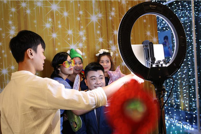 photo booth โฟโต้บูธ งานแต่ง บูธถ่ายรูปภาพนิ่ง